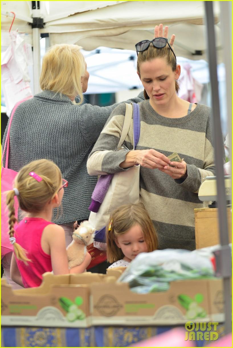 jennifer garner farmers market trip violet seraphina 072844985