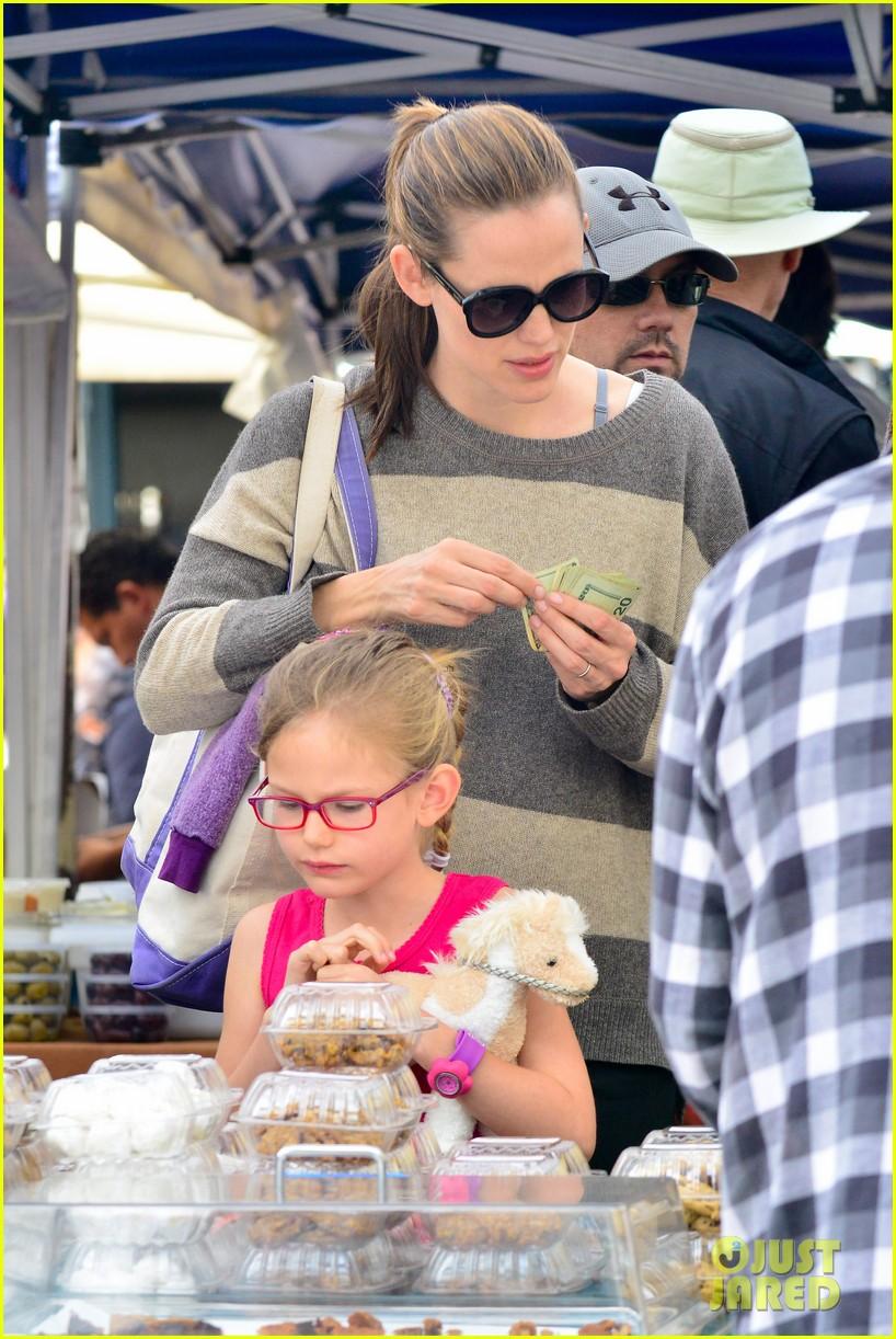 jennifer garner farmers market trip violet seraphina 11