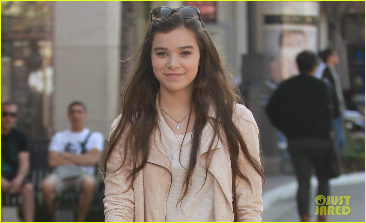 hailee steinfeld i cant wait to see great gatsby 05