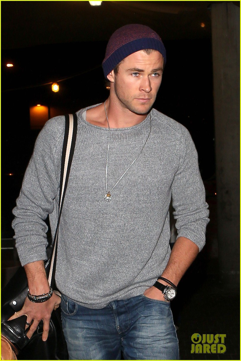 chris hemsworth catches flight liam hemsworth goes skateboarding 122855625