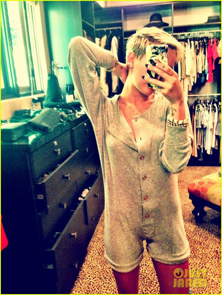 liam hemsworth eats at sweetsalt miley cyrus wears chanel onesie 032847871