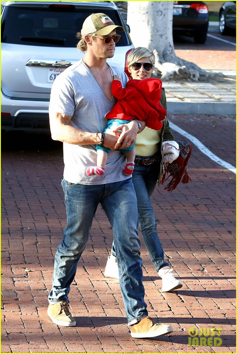 chris hemsworth elsa pataky lunchtime with india 142843665
