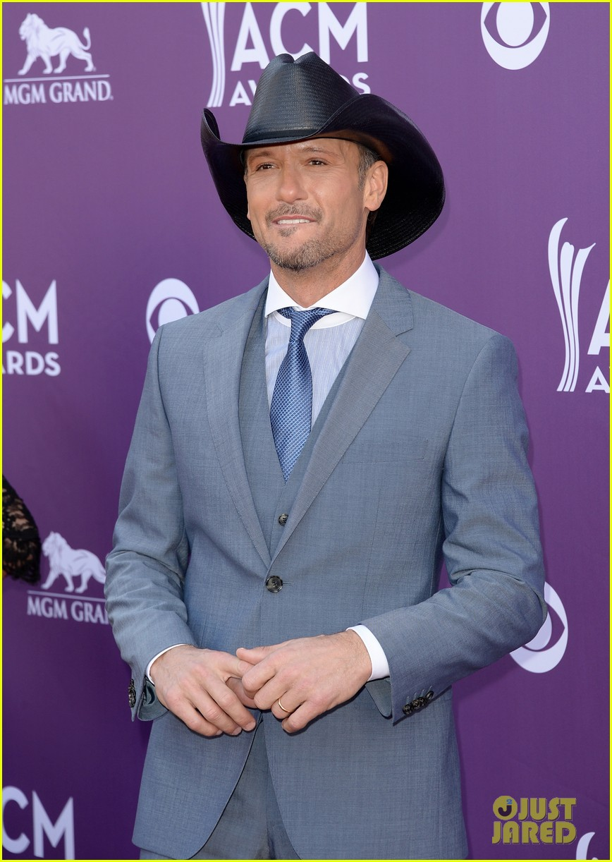 faith hill tim mcgraw acm red carpet 2013 042845200
