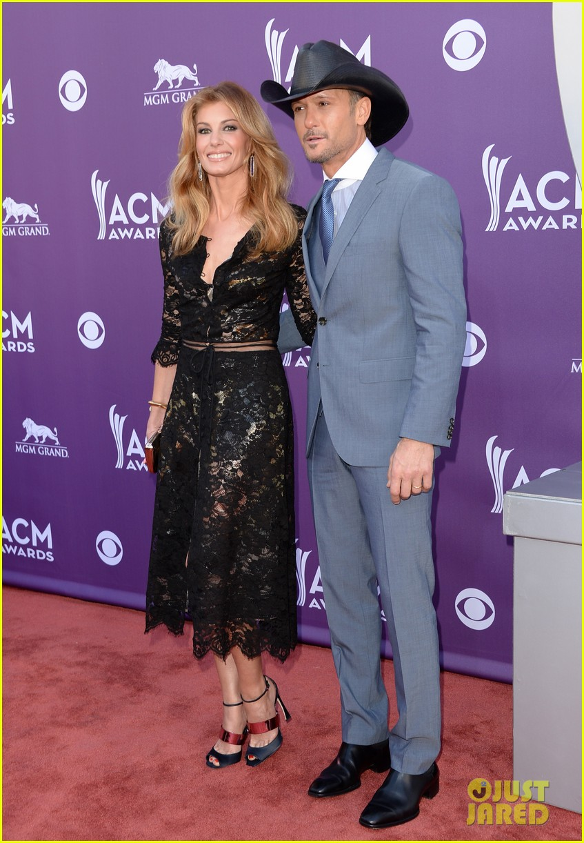 faith hill tim mcgraw acm red carpet 2013 052845201