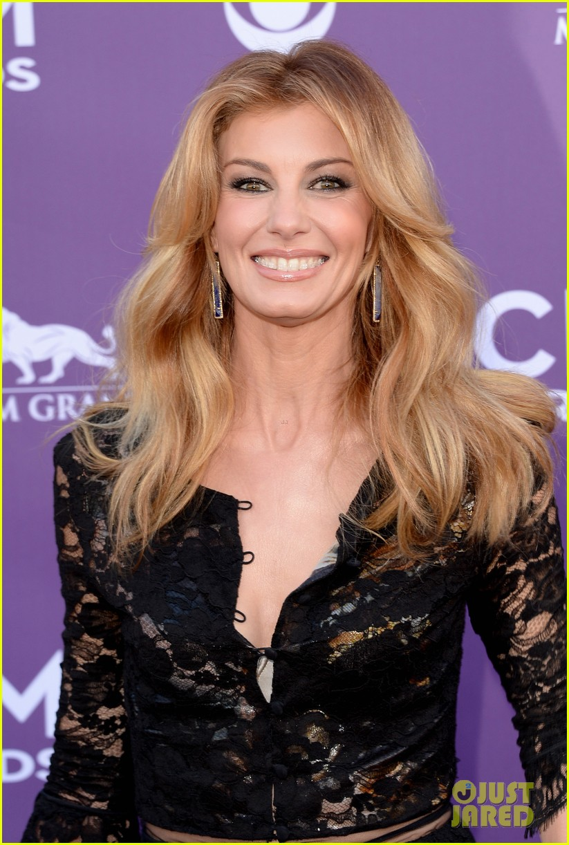 faith hill tim mcgraw acm red carpet 2013 09