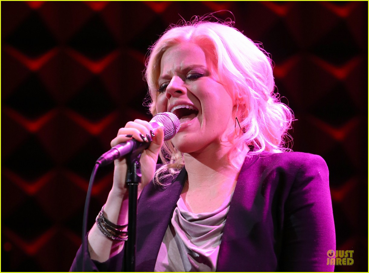 megan hilty joes pub showcase 17
