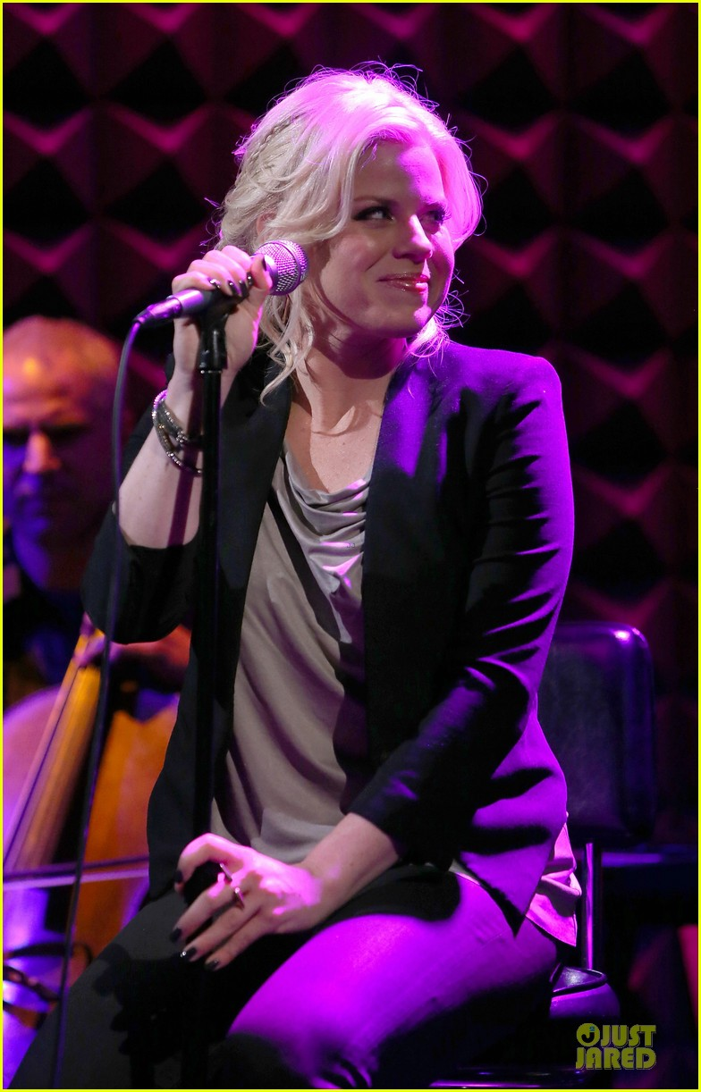 megan hilty joes pub showcase 26