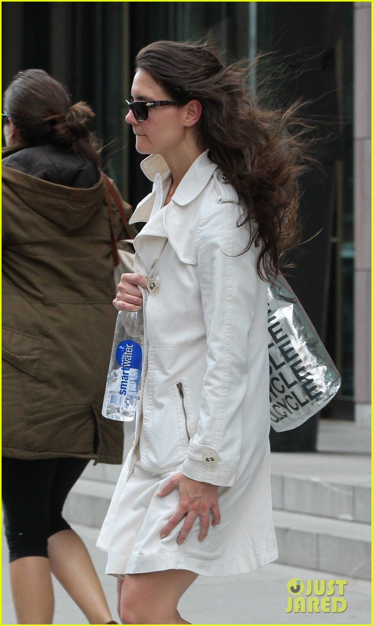 katie holmes fashionable gym exit 022845293