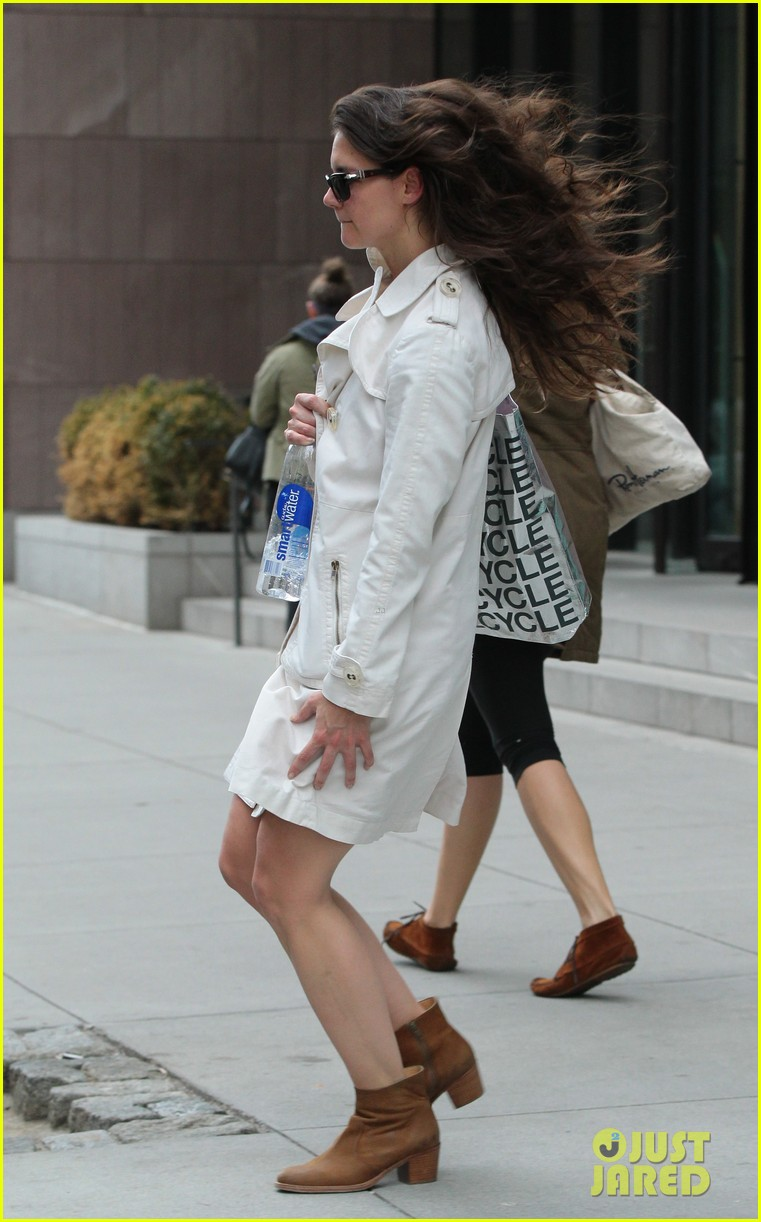 katie holmes fashionable gym exit 032845294