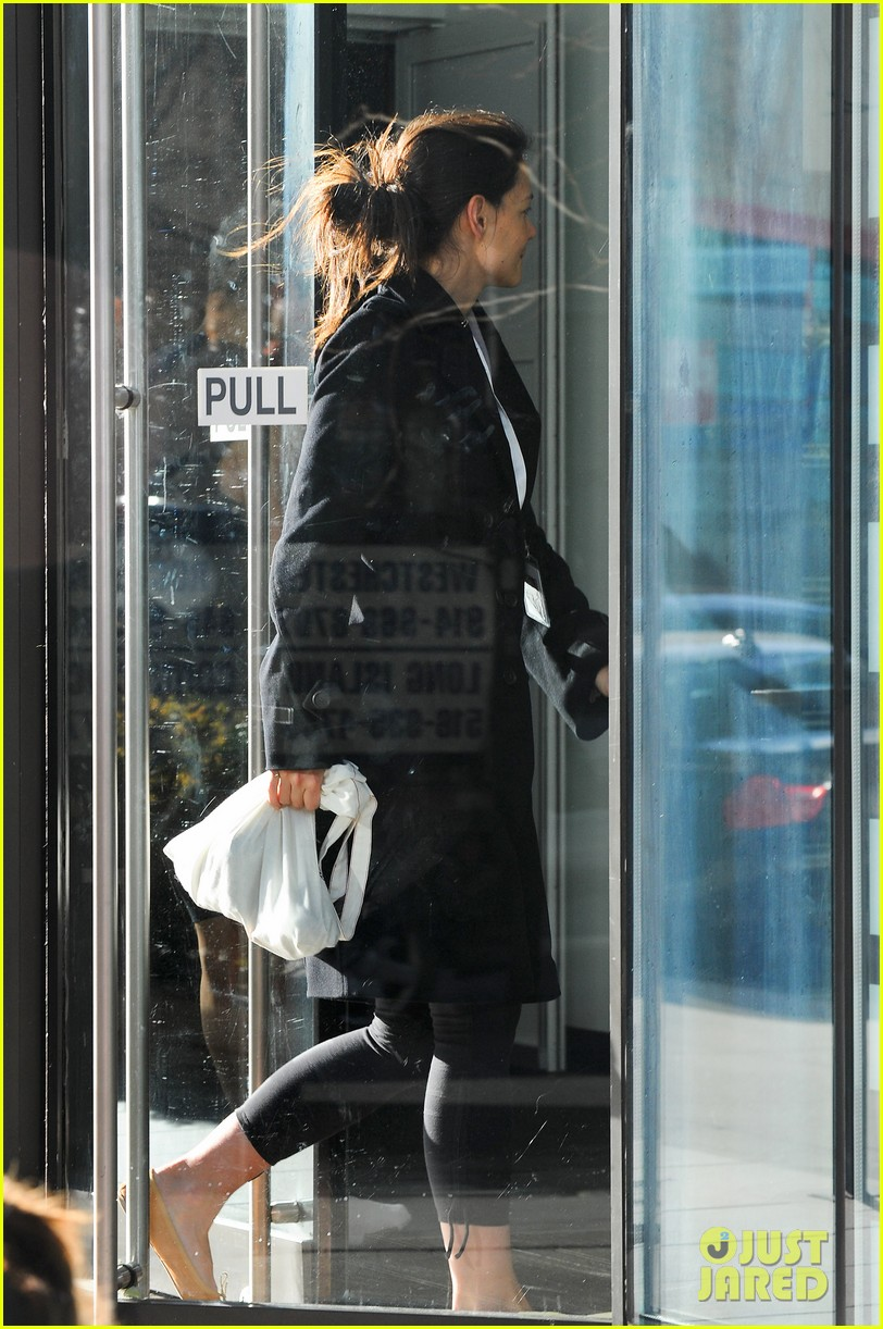 katie holmes fashionable gym exit 12