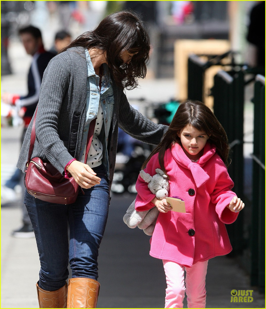 katie holmes suri nail salon after seventh birthday celebration 082854238