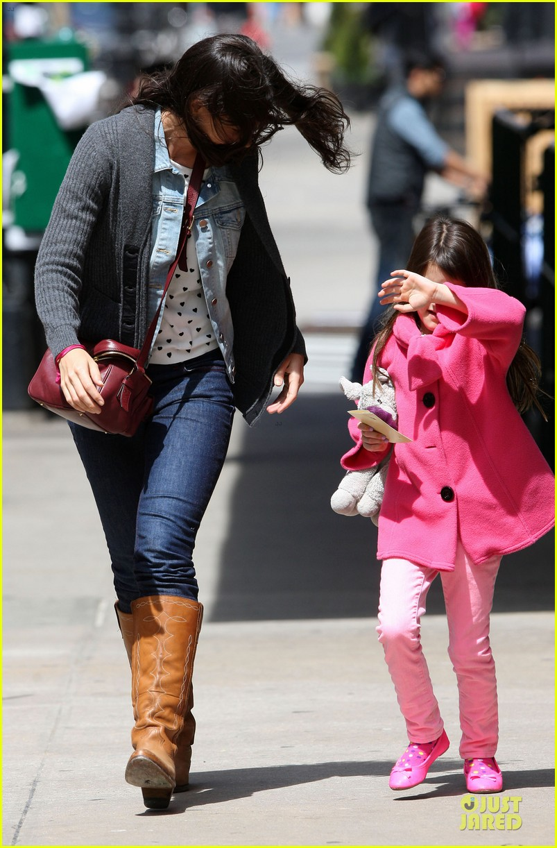 katie holmes suri nail salon after seventh birthday celebration 122854242