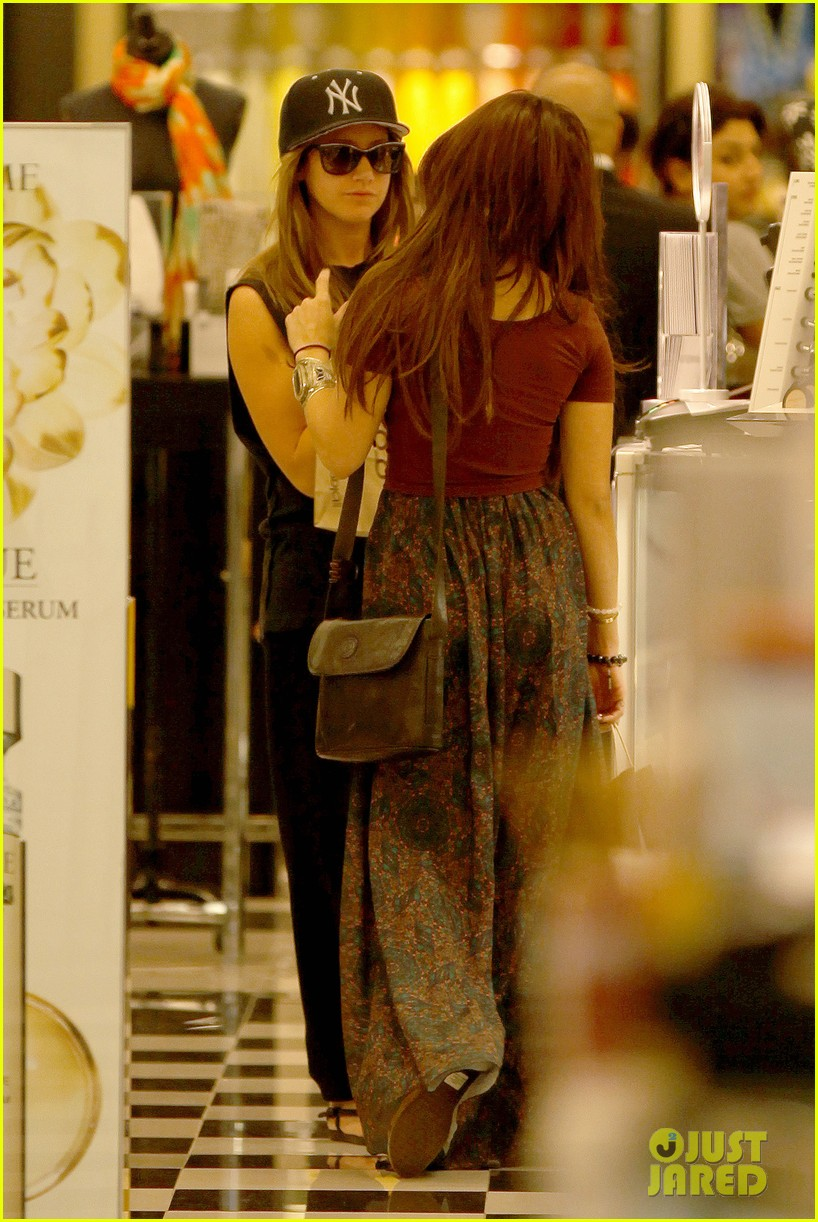 vanessa hudgens ashley tisdale hide behind their bags 142842947