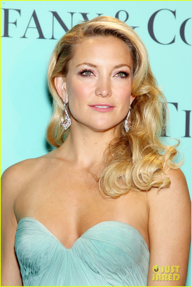 kate hudson carey mulligan tiffany blue book gala 112853096