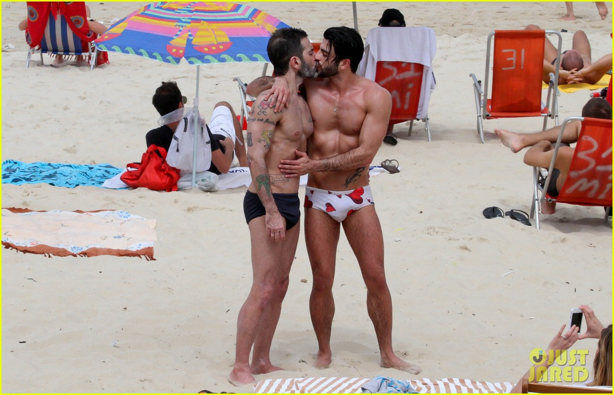 marc jacobs harry louis shirtless speedo pda in rio 11