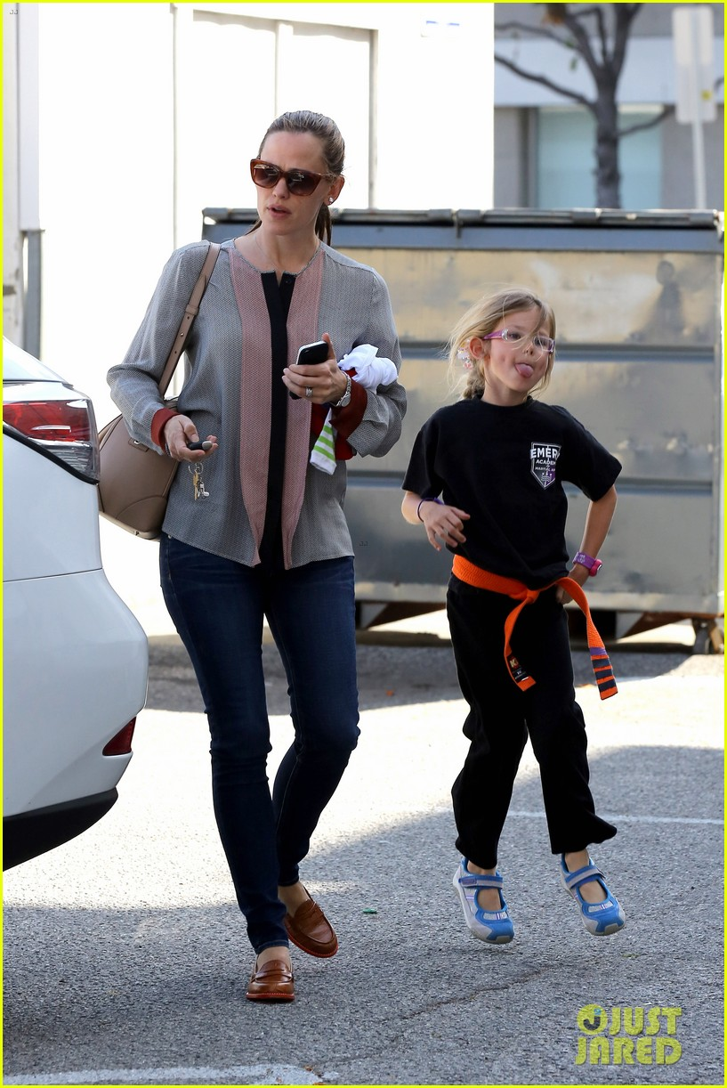 ben affleck jennifer garner track meet with the girls 112860071