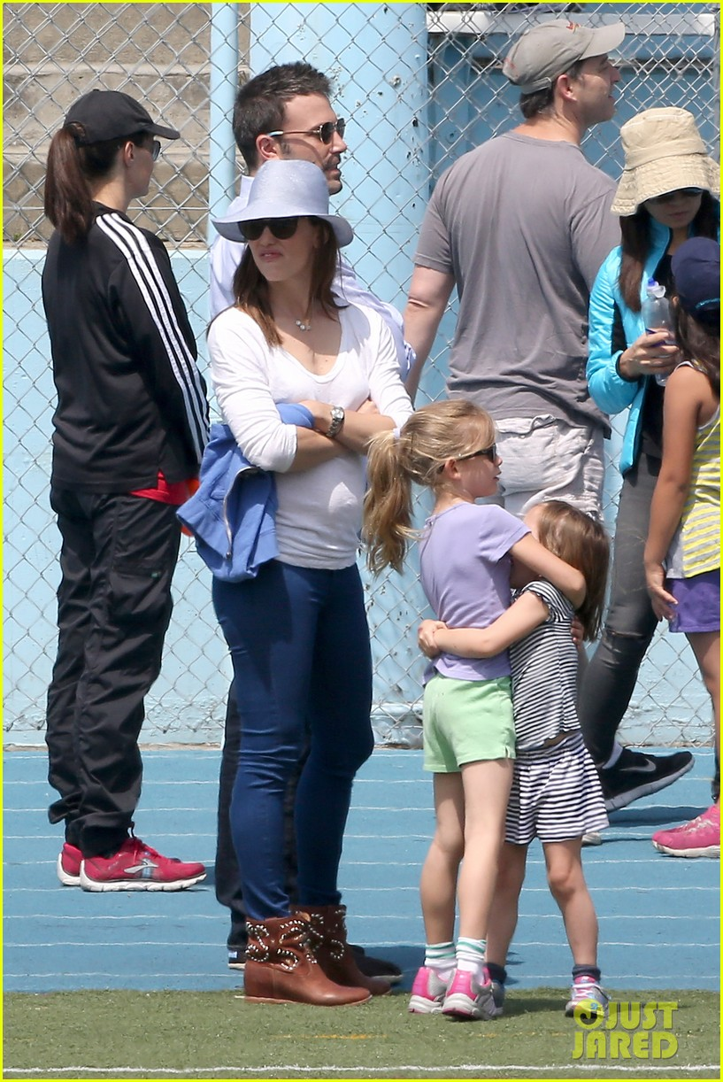ben affleck jennifer garner track meet with the girls 402860099