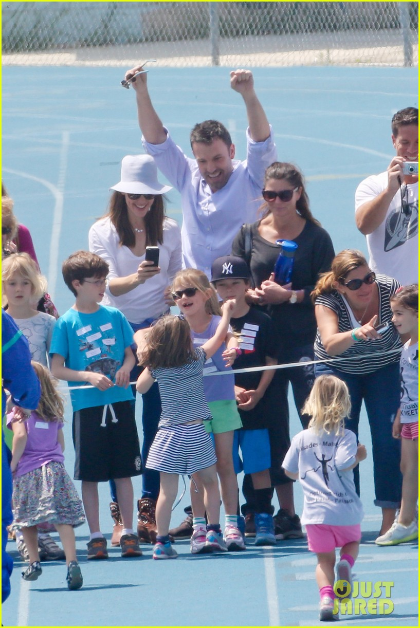 ben affleck jennifer garner track meet with the girls 512860110
