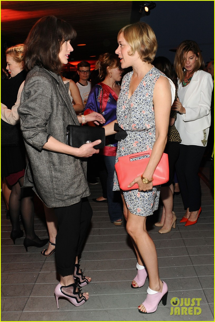 january jones milla jovovich coach evening of cocktails 12