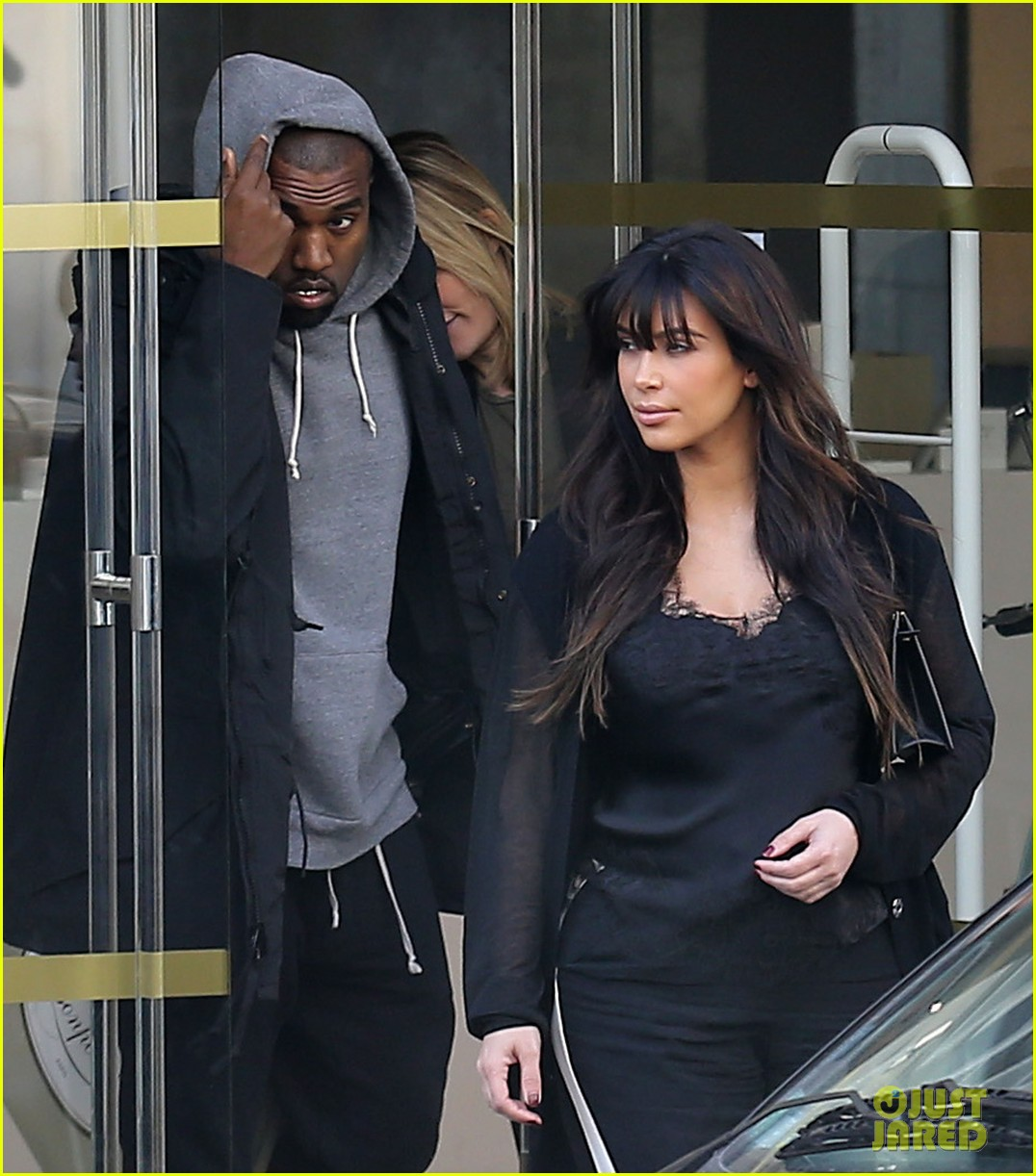 kim kardashian pregnant paris getaway with kanye west 202841980