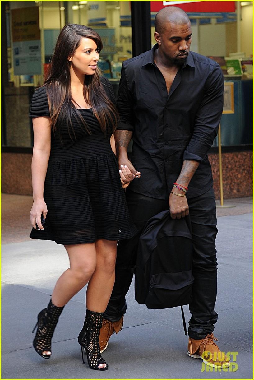 kim kardashian kanye west rushed by fan wanting photo 08
