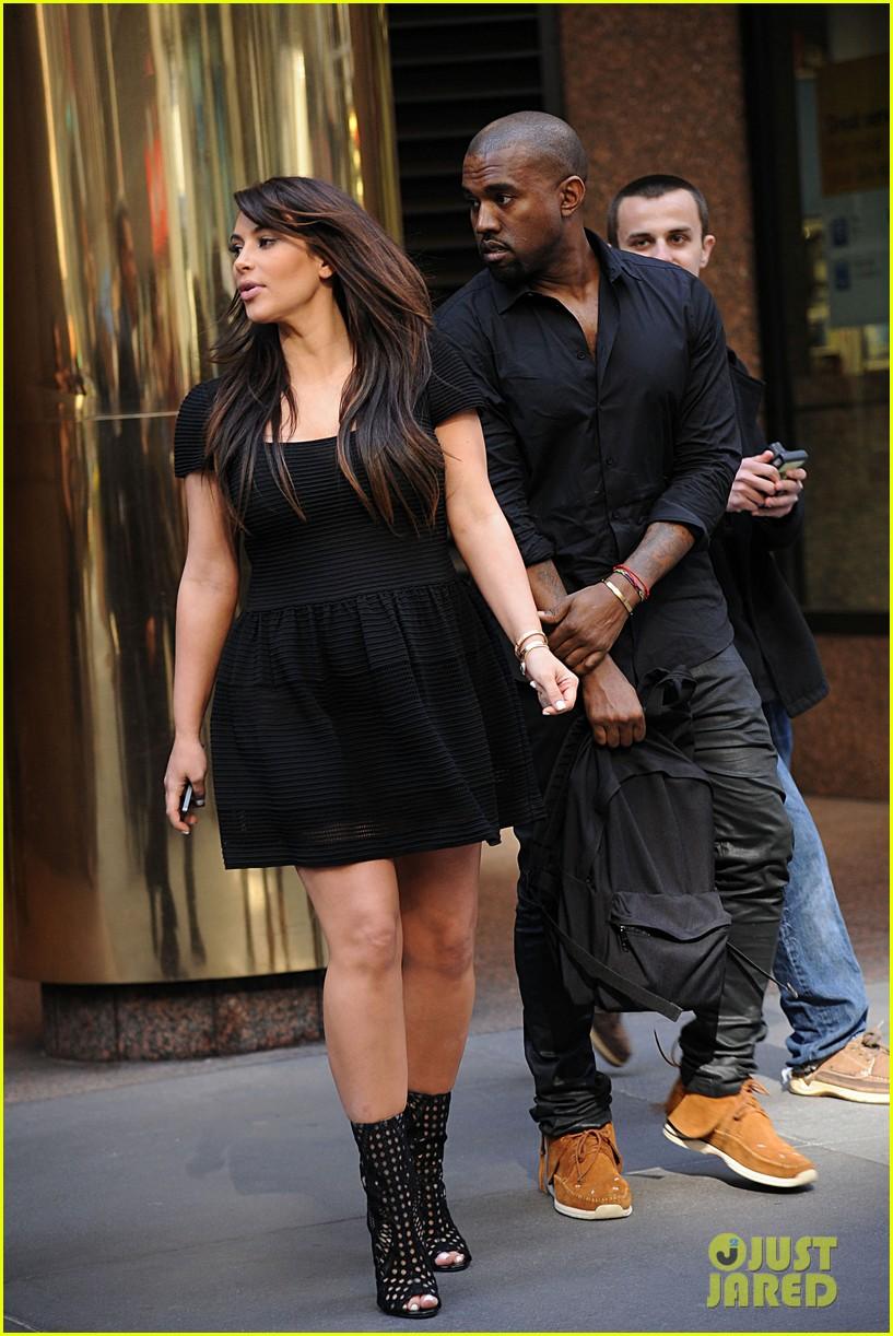 kim kardashian kanye west rushed by fan wanting photo 152857445