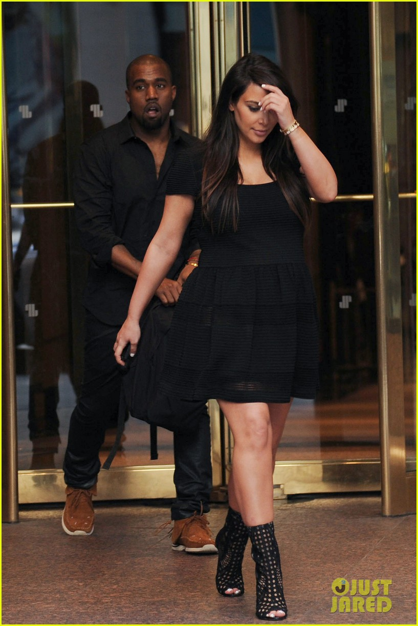 kim kardashian kanye west rushed by fan wanting photo 21