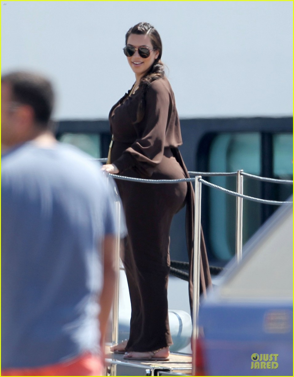 pregnant kim kardashian greece yacht with family 012859275