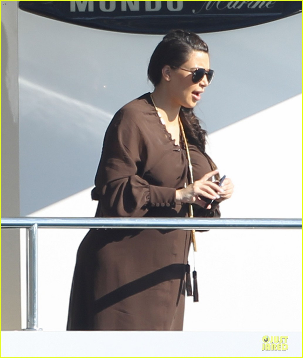 pregnant kim kardashian greece yacht with family 33