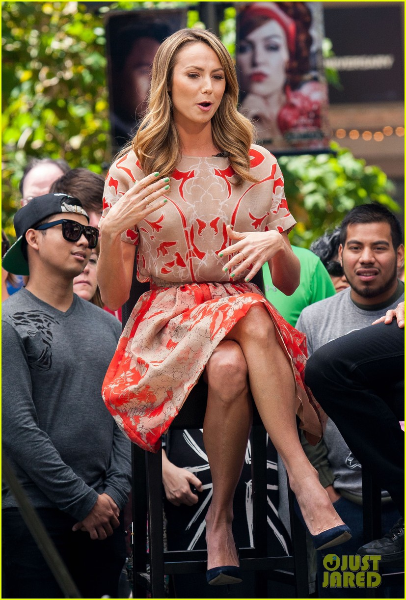 stacy keibler extra appearance with mario lopez 102852348