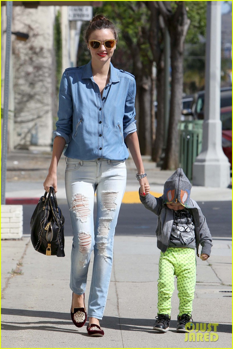 miranda kerr flynn romp around at kids gym 04