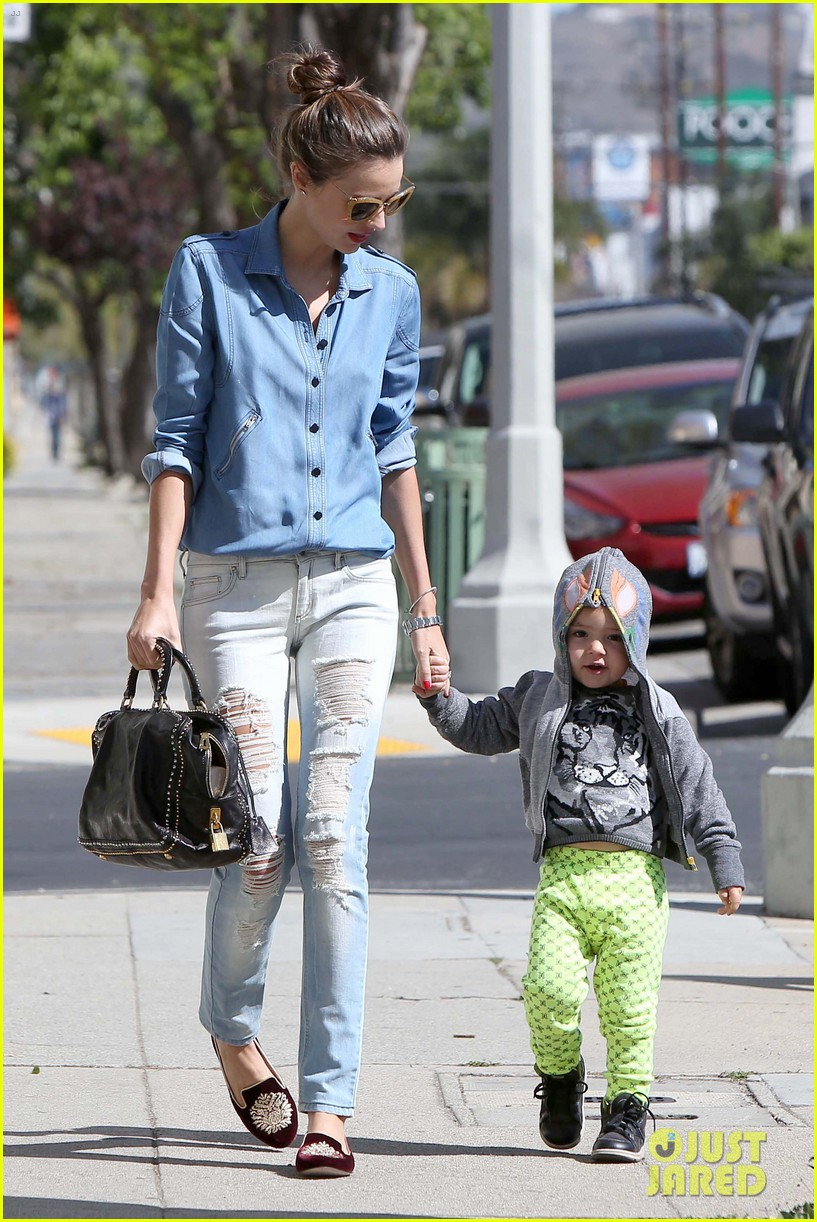 miranda kerr flynn romp around at kids gym 11
