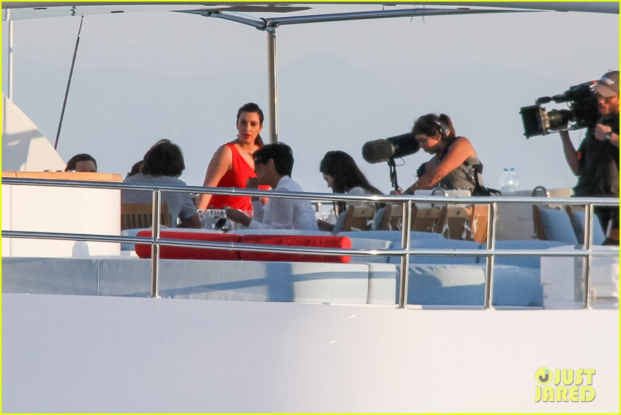 pregnant kim kardashian family boat ride in greece 39