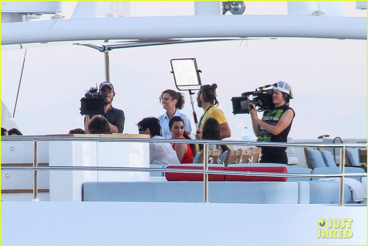 pregnant kim kardashian family boat ride in greece 44