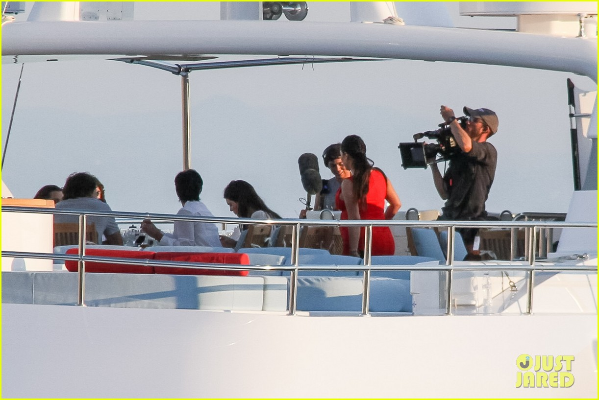 pregnant kim kardashian family boat ride in greece 46