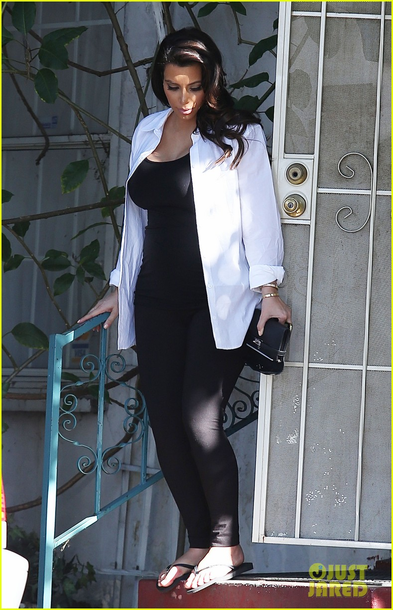 kim kardashian post divorce settlement manicure 13