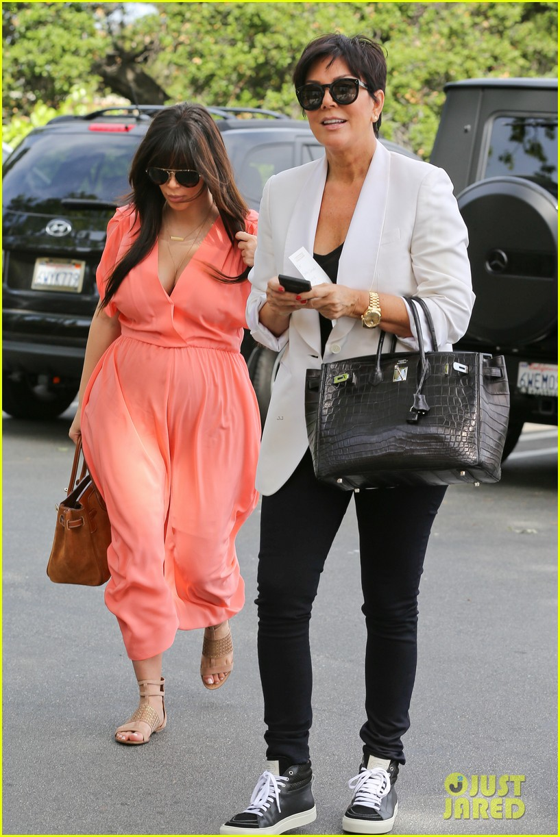 pregnant kim kardashian sunday family church service 06