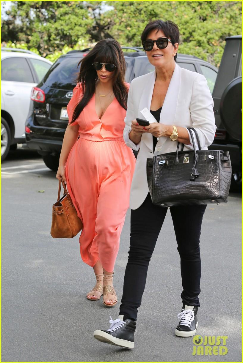 pregnant kim kardashian sunday family church service 132844936