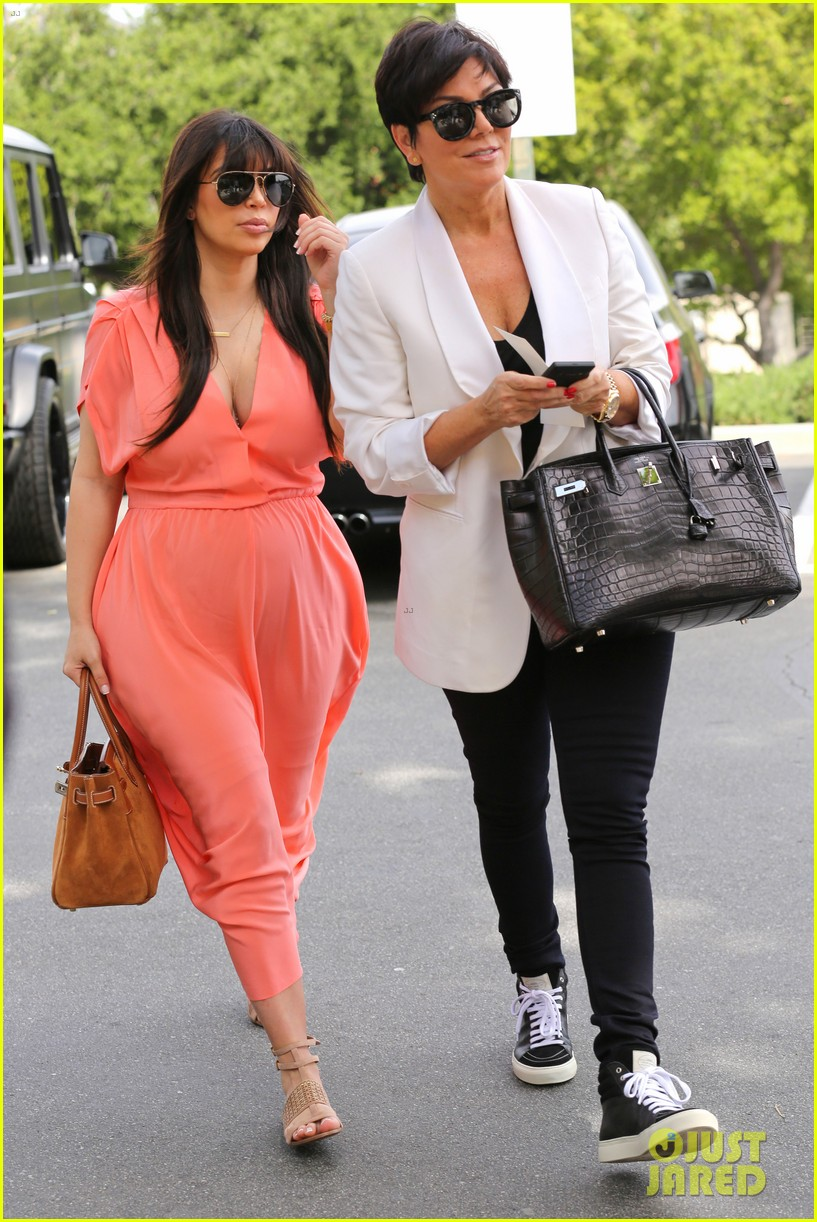 pregnant kim kardashian sunday family church service 15