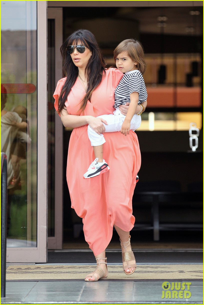 pregnant kim kardashian sunday family church service 31