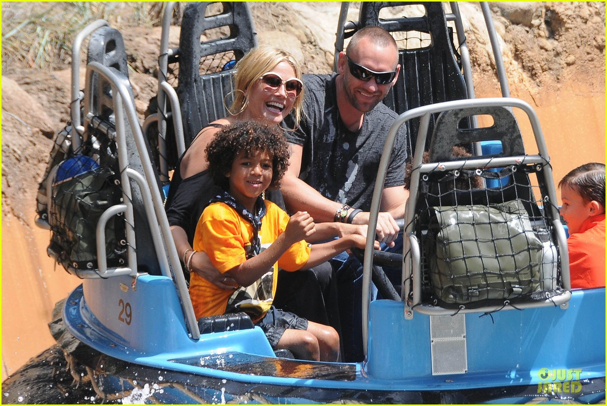 heidi klum martin kirsten disneyland fun with the kids 06