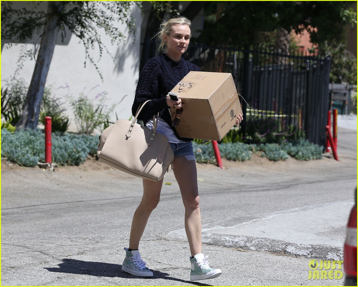 diane kruger picks up boxes and froyo 01