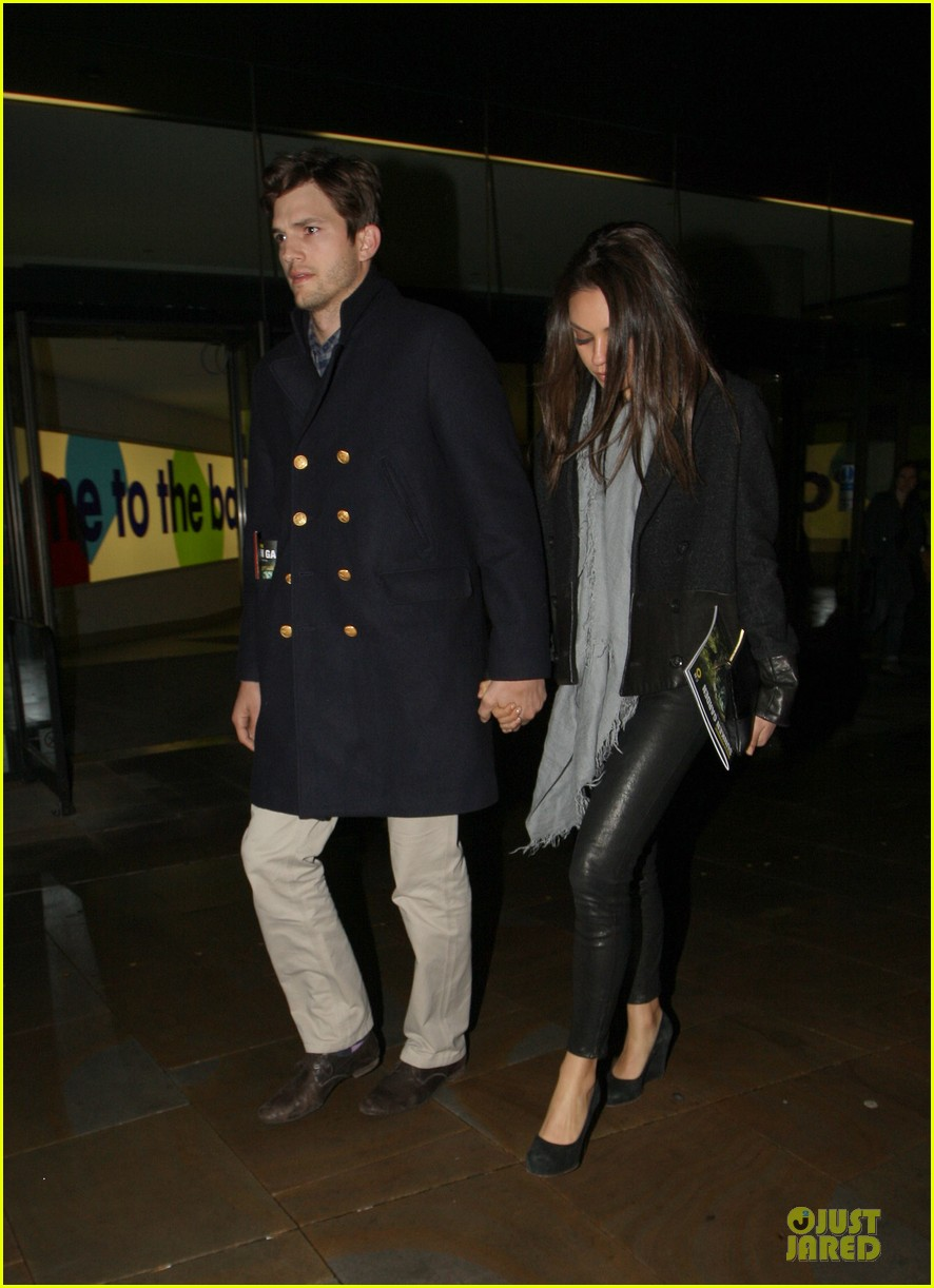 milia kunis ashton kutcher holding hands in london 14