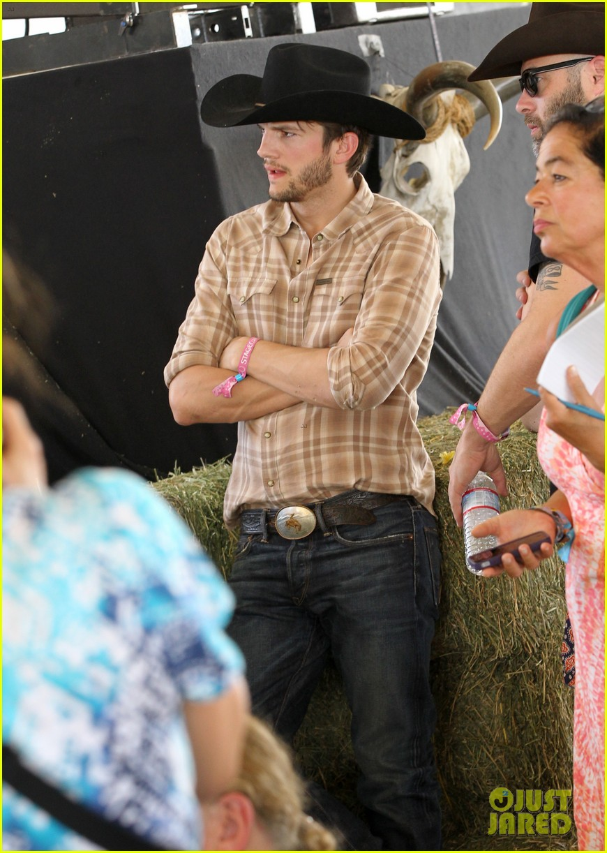 ashton kutcher returns to stagecoach festival after fight 07