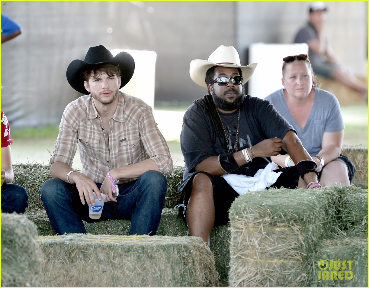 ashton kutcher returns to stagecoach festival after fight 152860464
