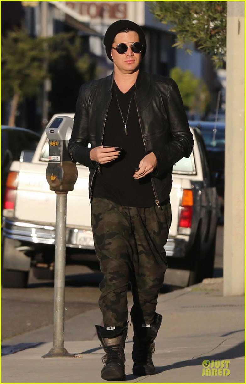 adam lambert camouflaged pants meeting 05