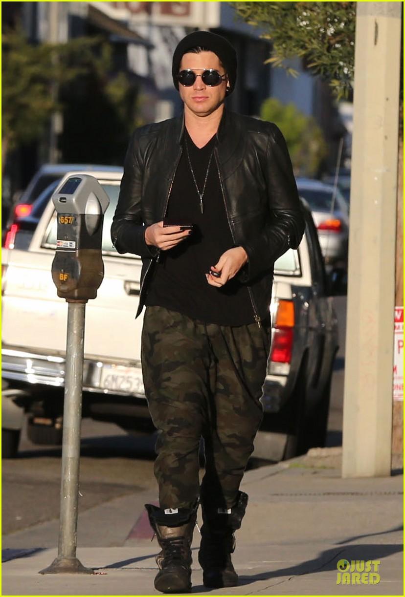 adam lambert camouflaged pants meeting 12
