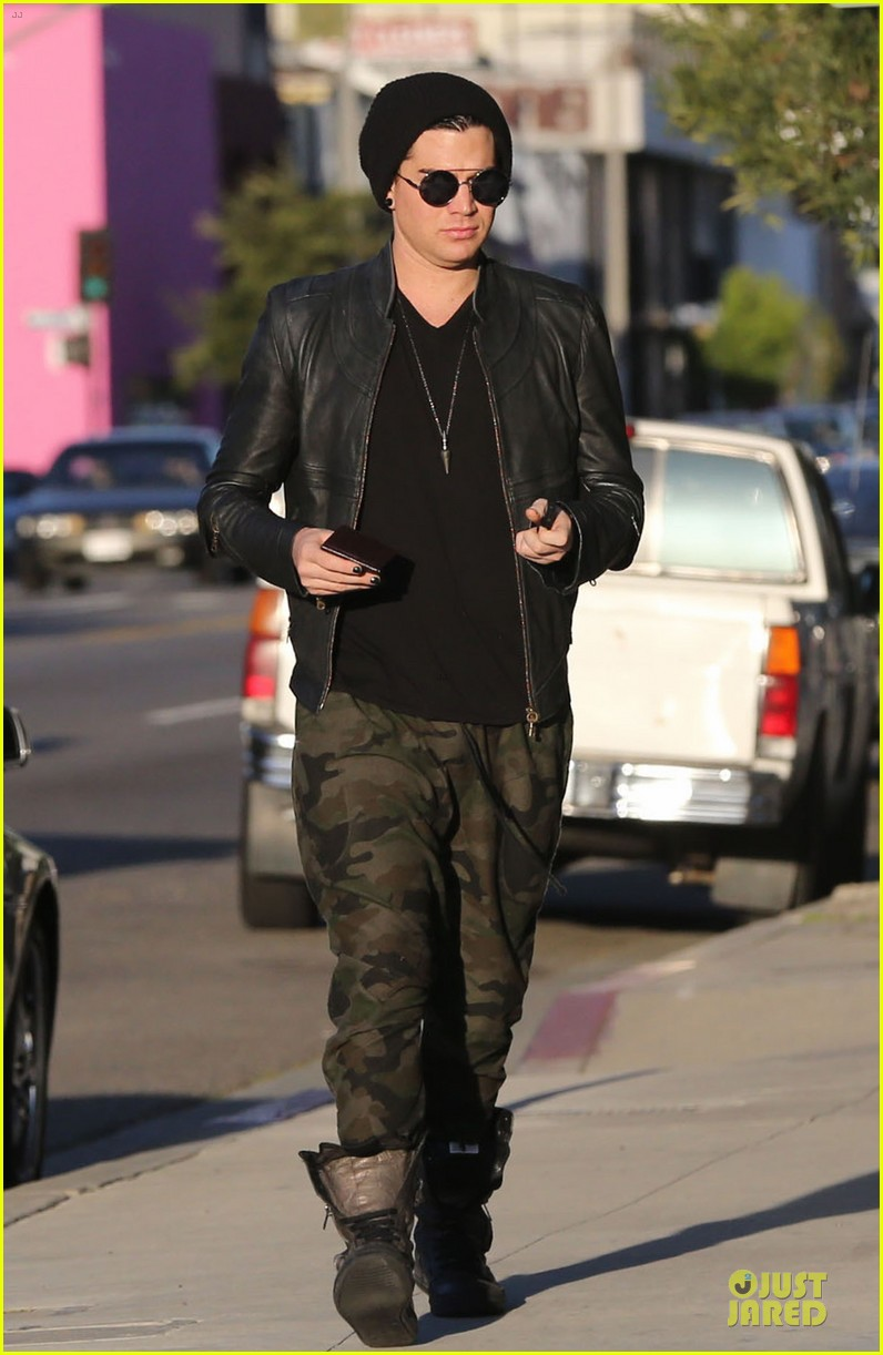 adam lambert camouflaged pants meeting 19