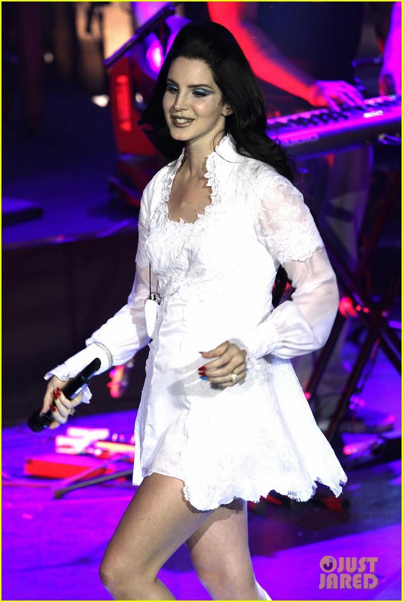 lana del rey paris concert stop 022859905