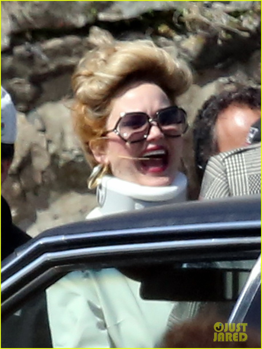 jennifer lawrence neck brace on david o russell set 022846283
